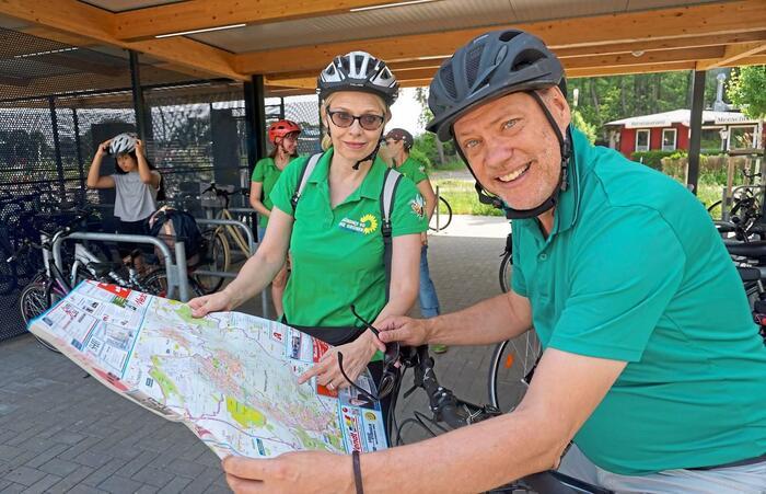 Andreas Tietze auf Fahrradtour zur Besichtigung der Zustände auf Schleswig-Holsteins Radwegen